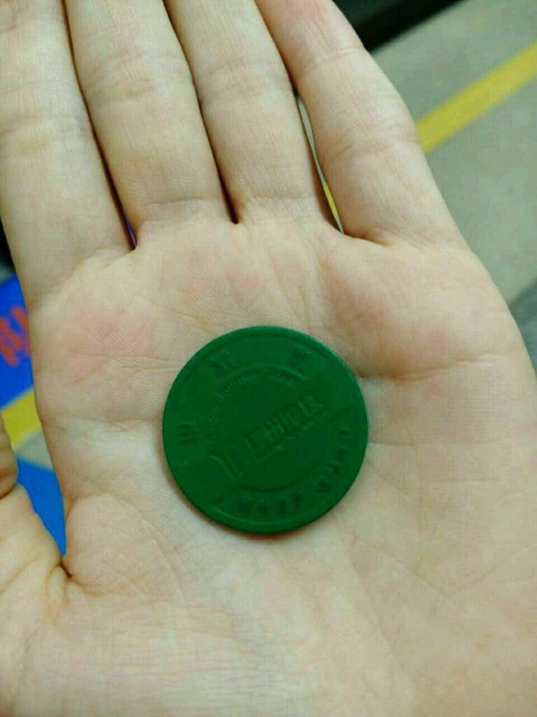 Цена проезда варьирует от 1,9 до 12 юаней.