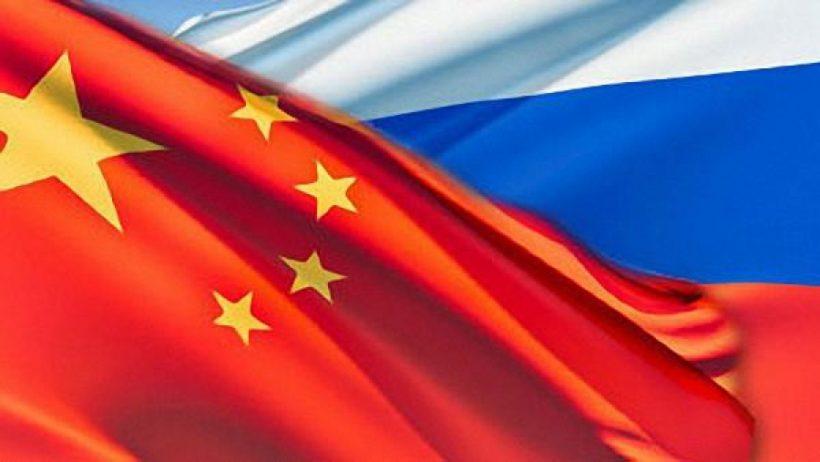 Флаг России и Флаг Китая