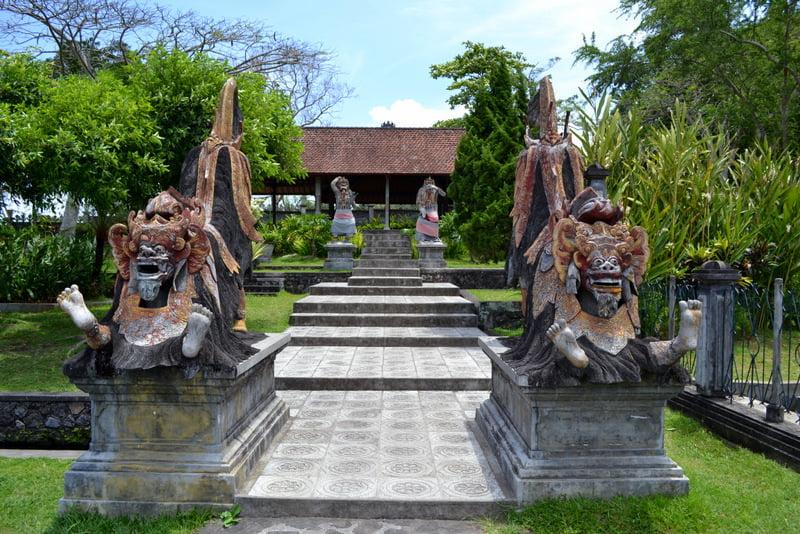 Тиртаганга - водный дворец