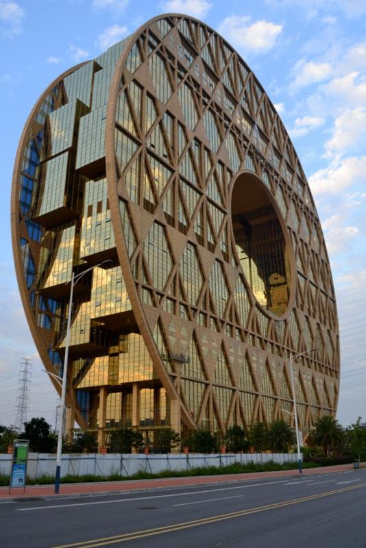 Небоскреб Золотой пончик в Гуанчжоу
